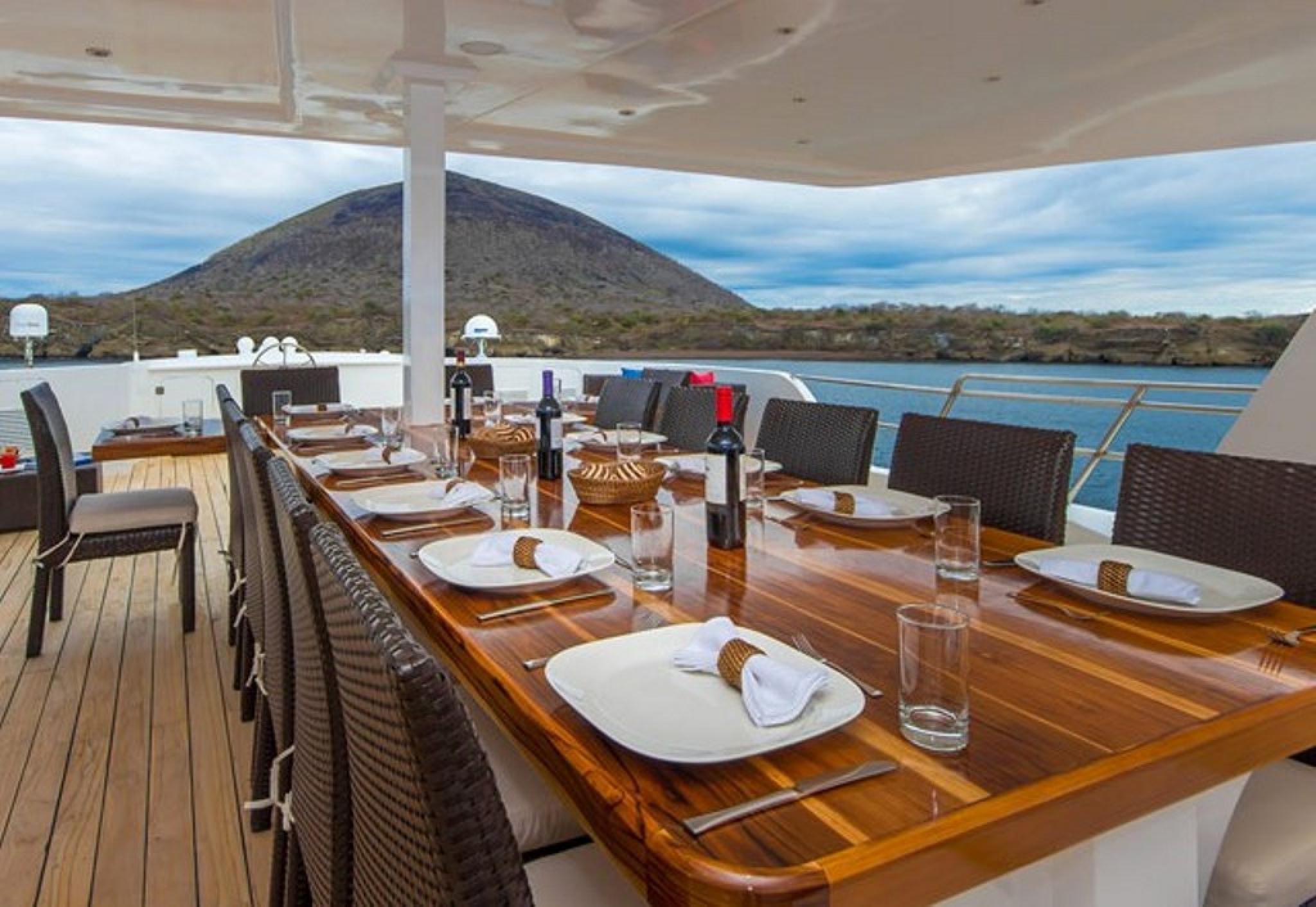 Yate Natural Paradise - Cruceros Royal Galápagos