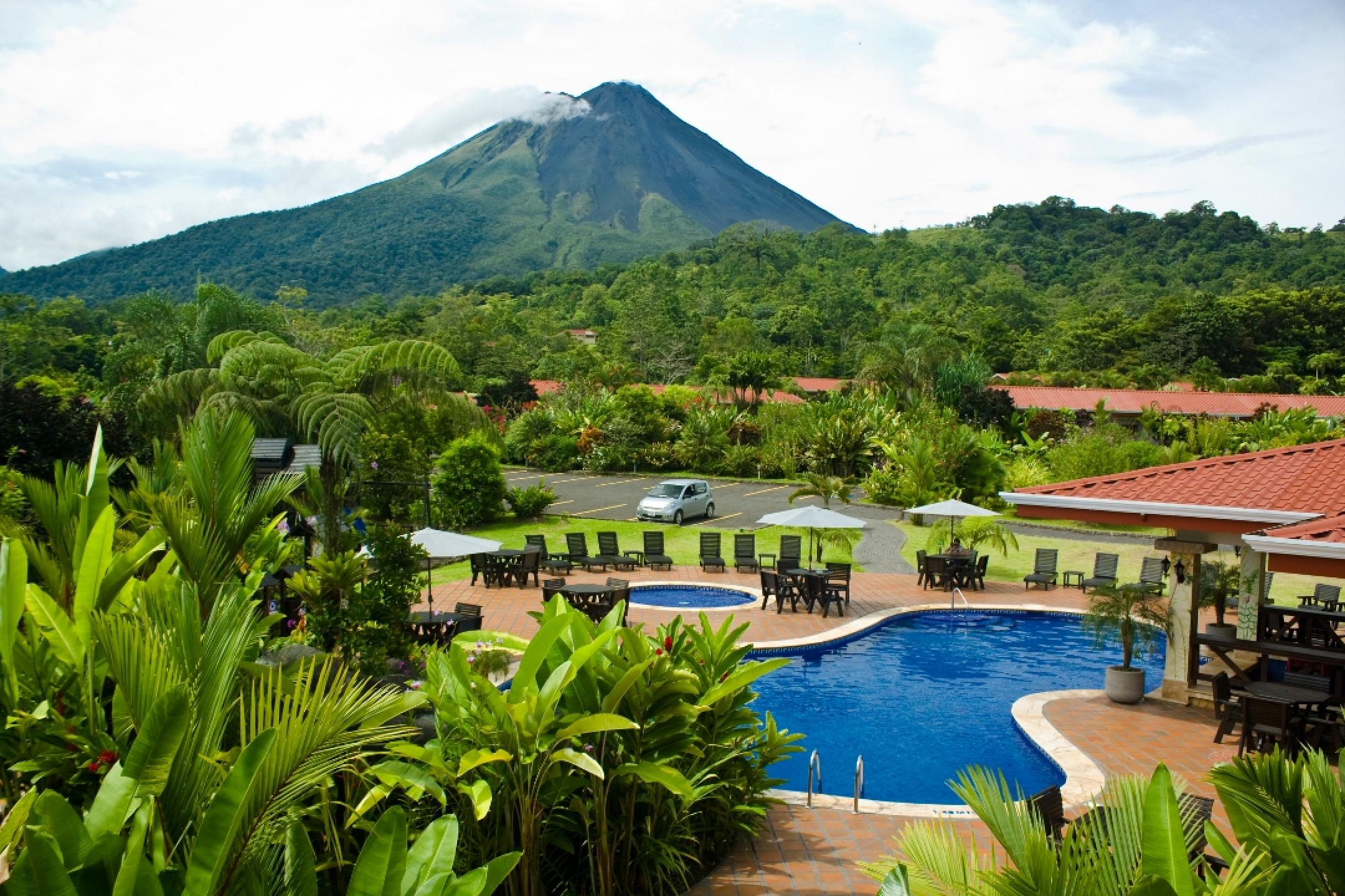 Volcano Lodge Hotel & Thermal Springs