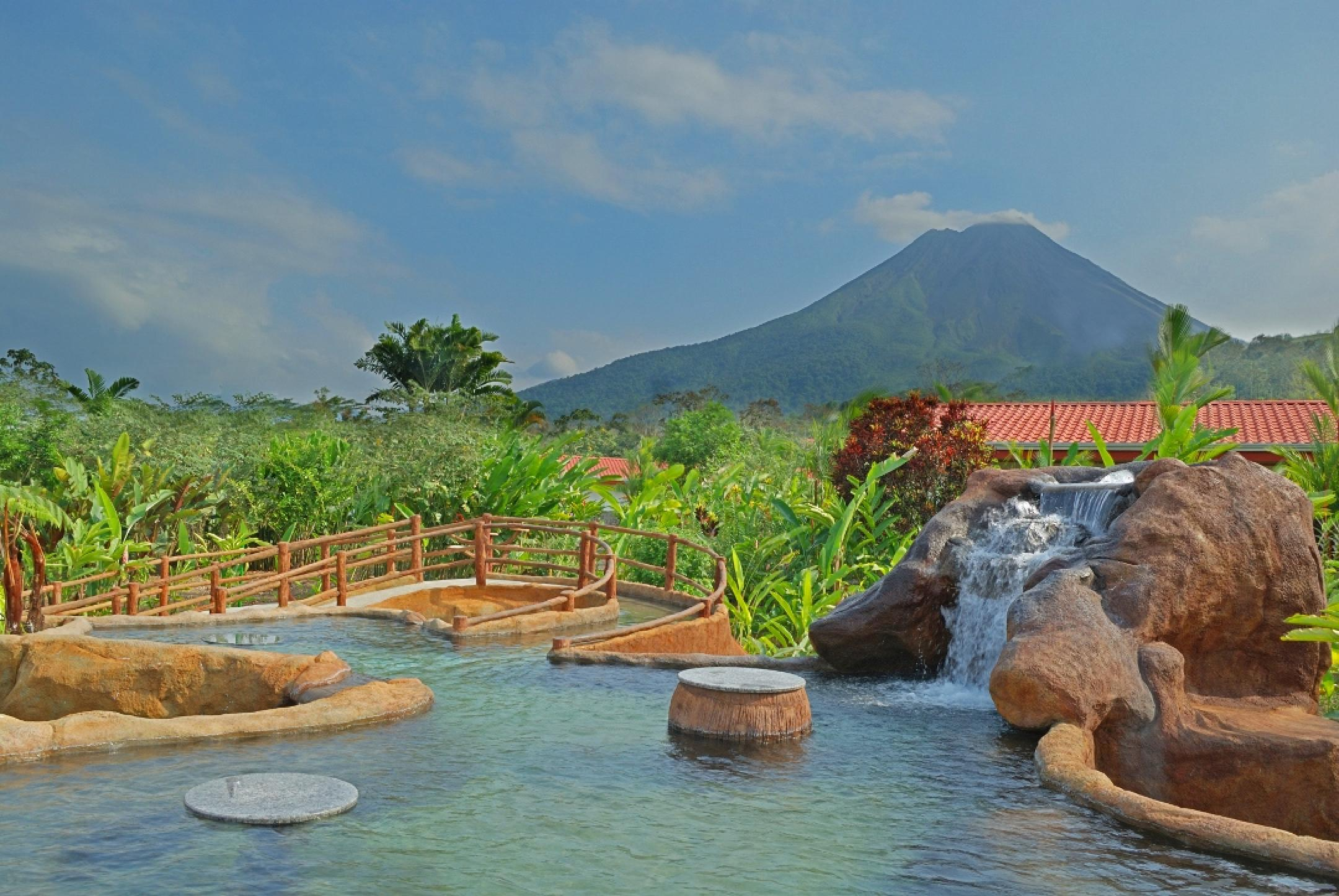 Volcano Lodge Hotel and Thermal Experience