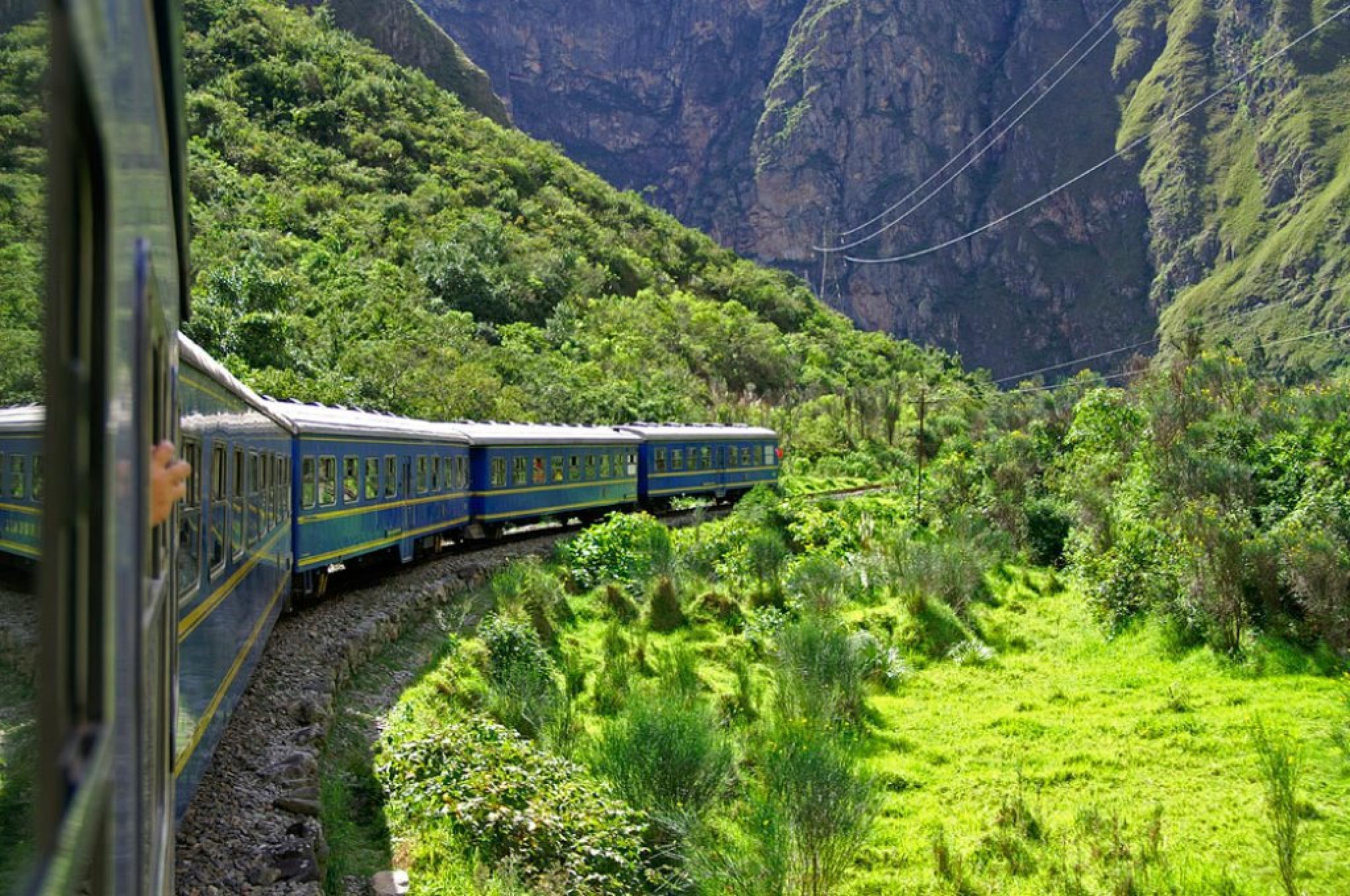 Poroy to Aguas Calientes Expedition Train #33