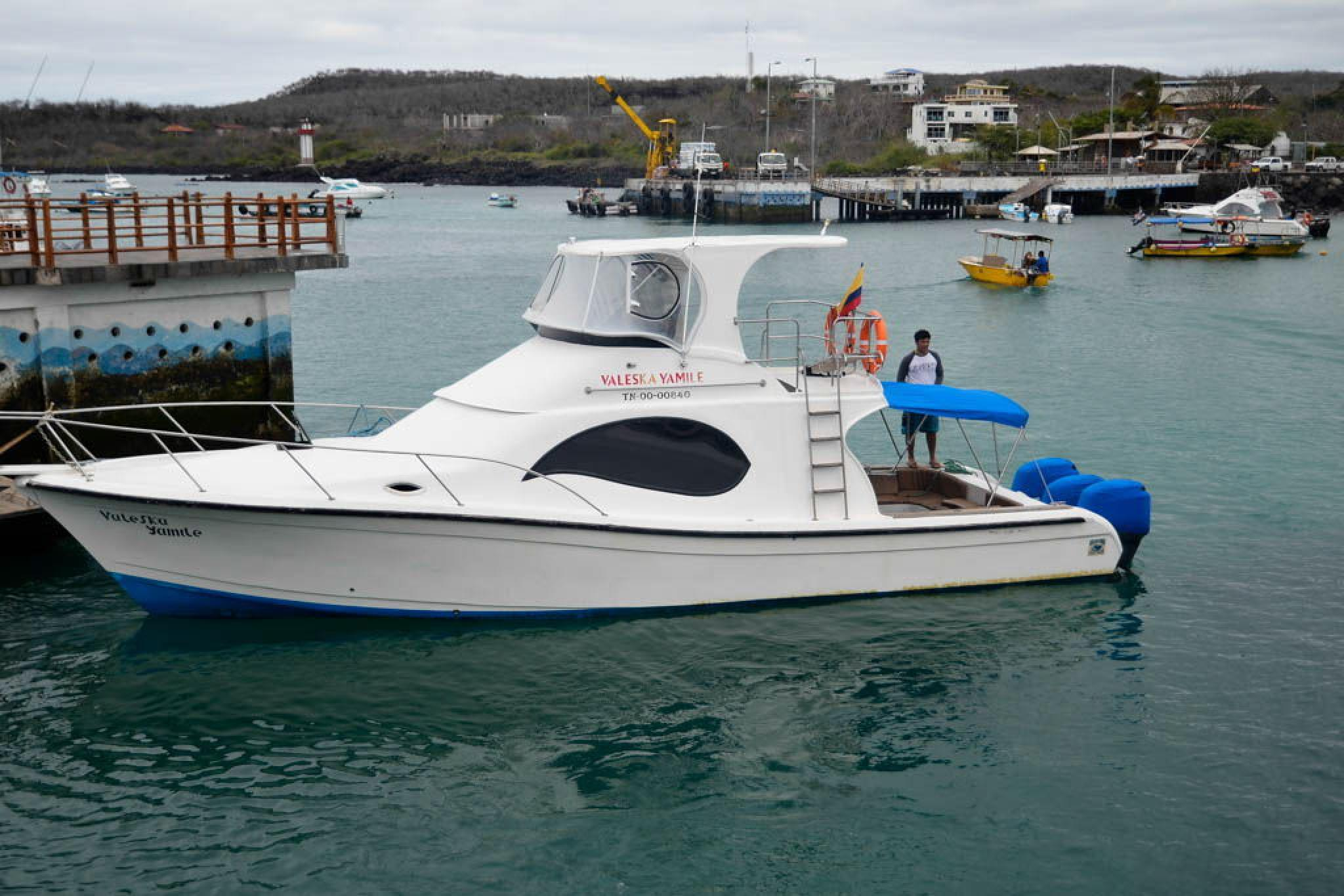 Traslado en barco entre islas desde Santa Cruz