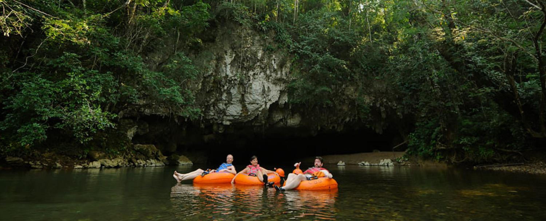 Tubing en las Cuevas Branch