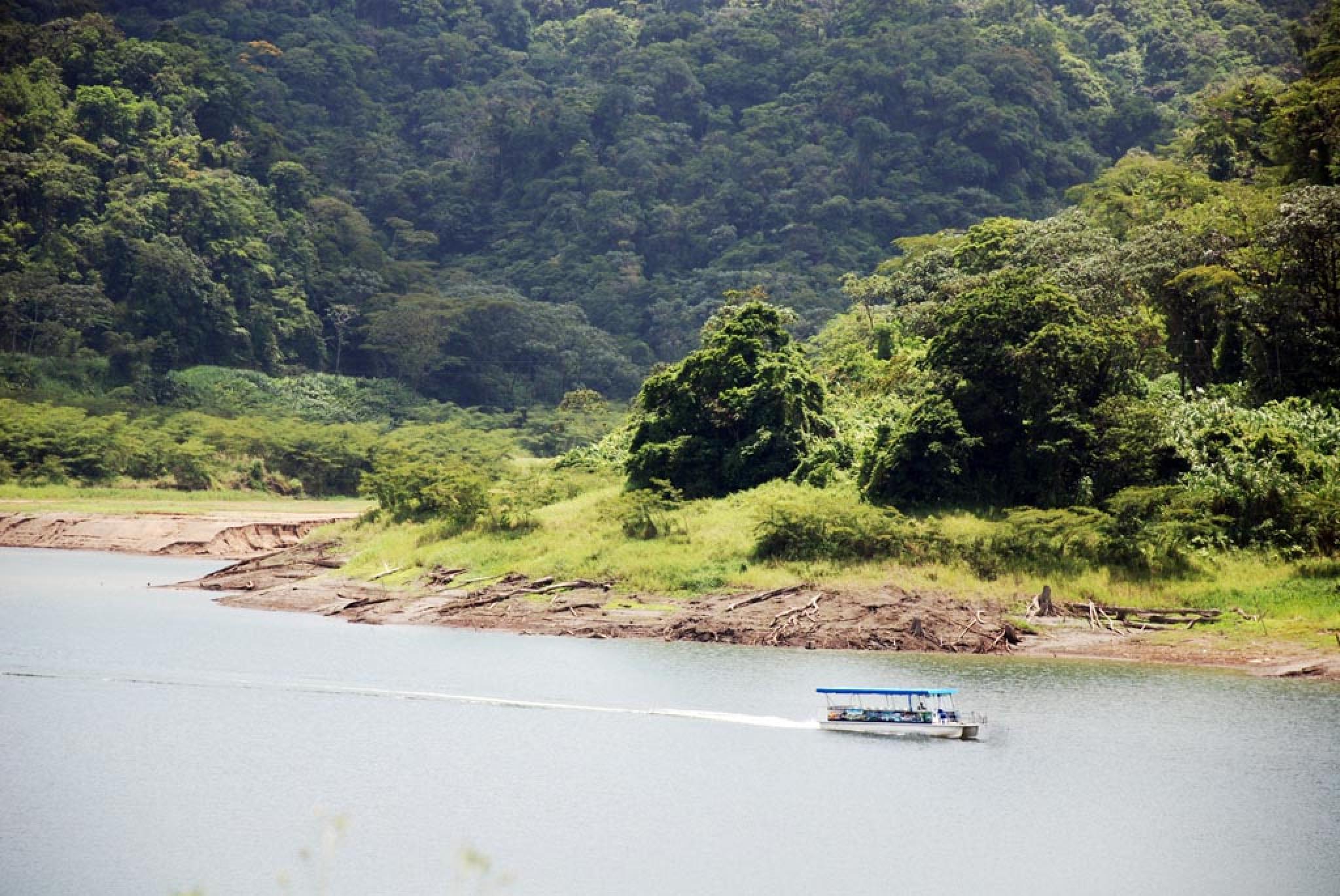 Taxi- Bote- Taxi Privado Arenal hacia Monteverde