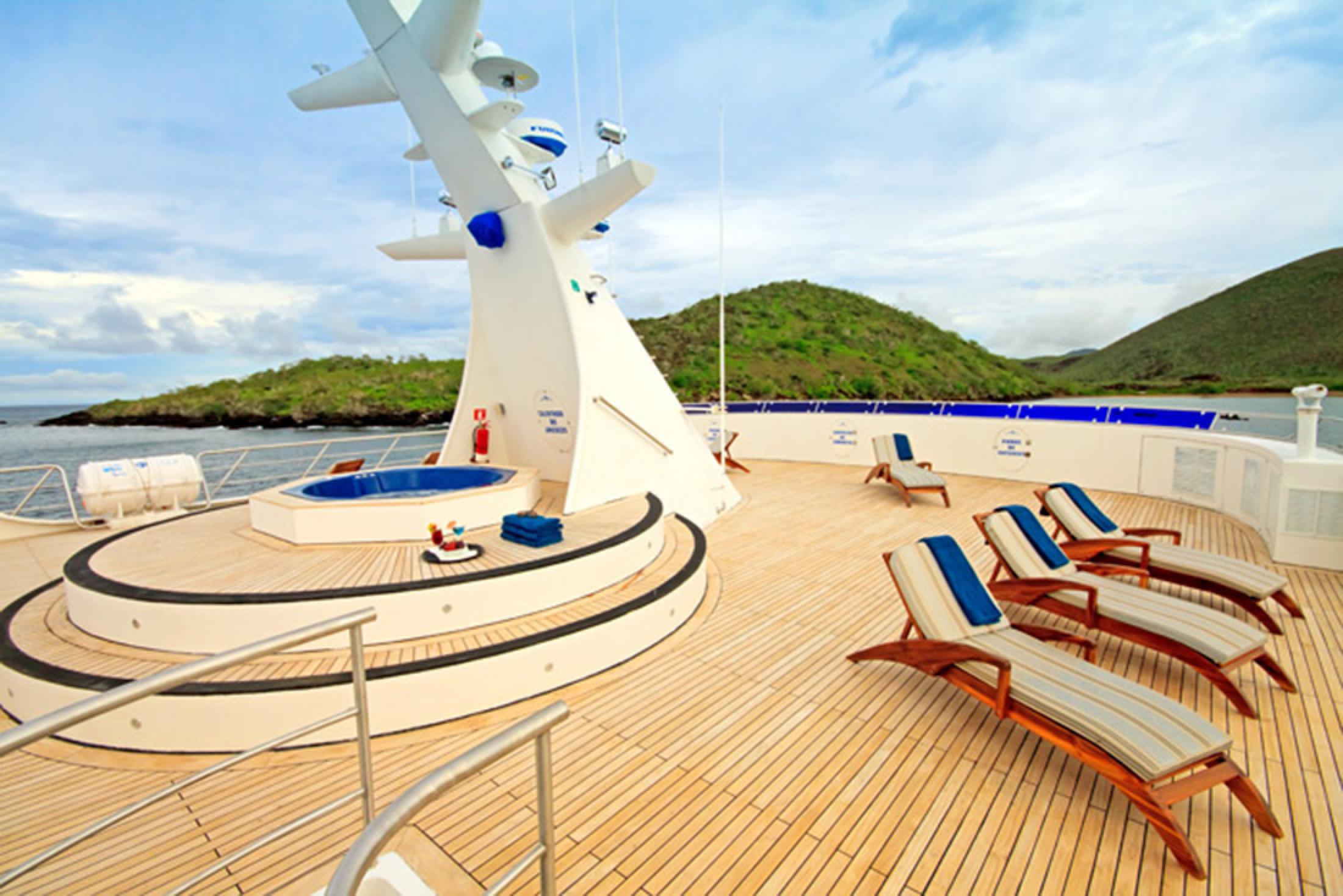 Luxury Ocean Spray Cruise Galápagos Islands