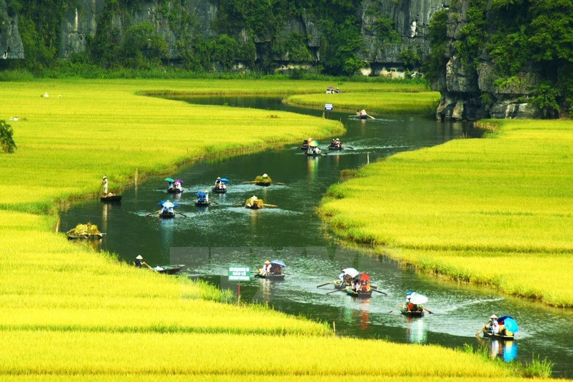 Hanoi to Trang An Day Tour with Bai Dinh Pagoda