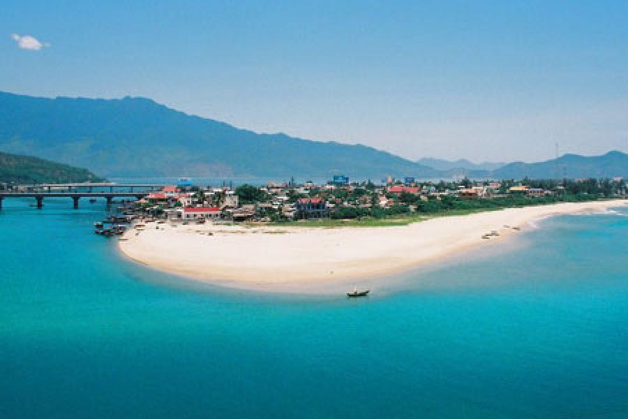 Hue to Hoi An private tour