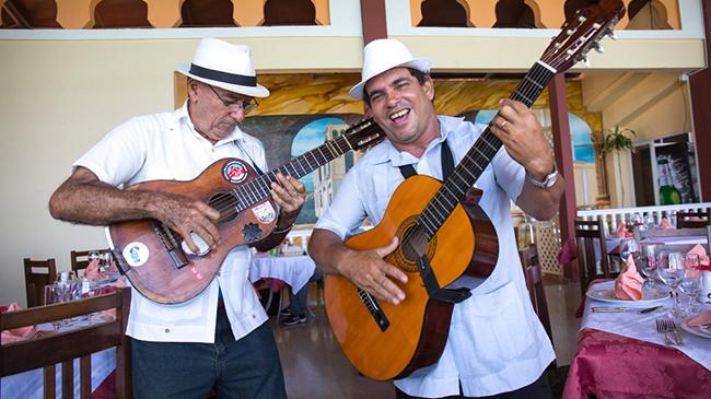 cuban guitar players